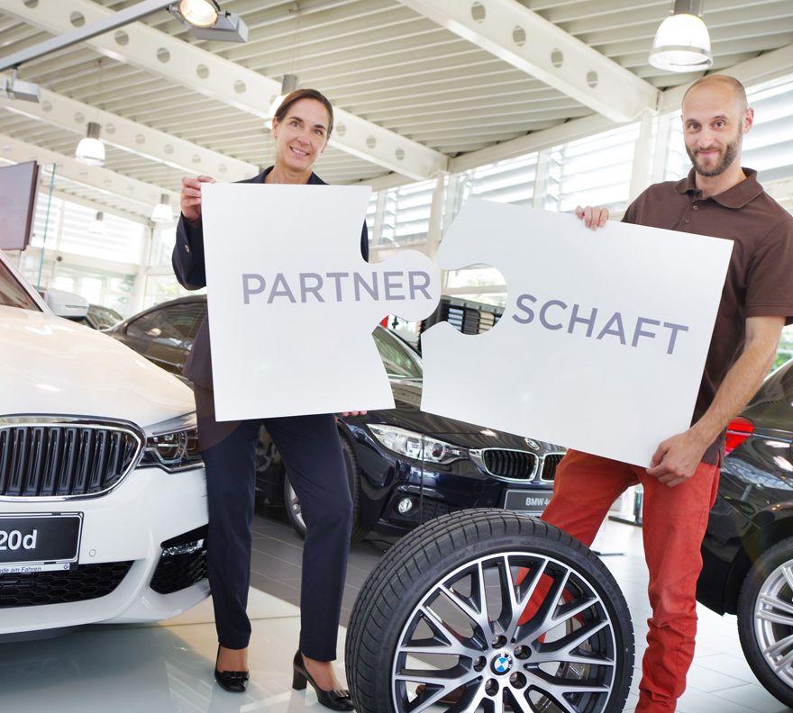 Firmenkundenbetreuerin Petra Wührer mit Geschäftsleiter Stefan Hütter