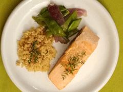 Gedünstetes Lachsfilet mit Ebly und Gemüse Suppenpep VKB-Bank
