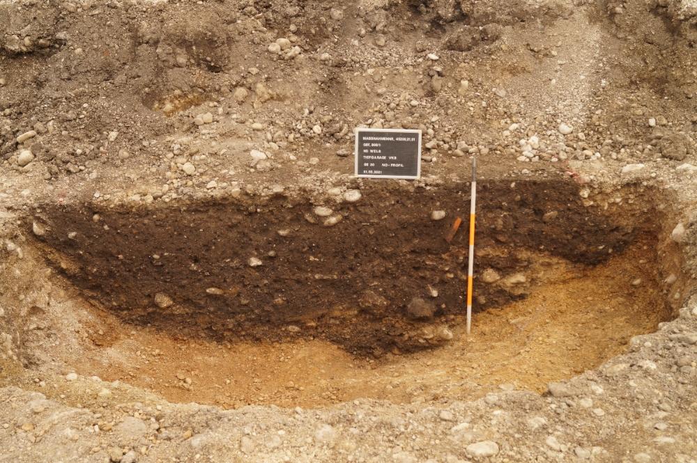 Profil (senkrechter Aufschluss) durch eine römische Abfallgrube